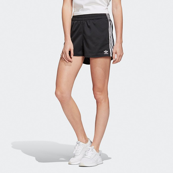 adidas CLASSIC SHORT 3 STRIPES | sportisimo.at